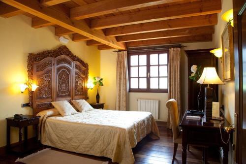 Superior Double Room Hôtel & Spa Etxegana, The Originals Relais (Relais du Silence) 8
