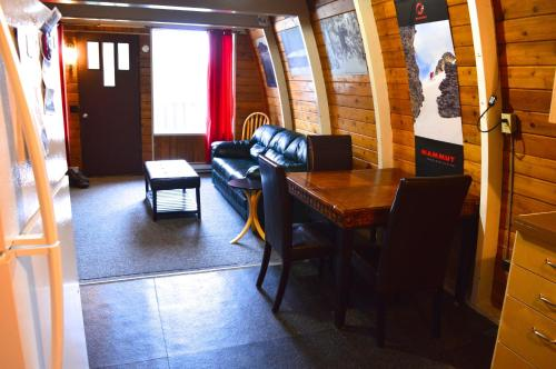 Red Shutter Cabin - Hotel - Rossland