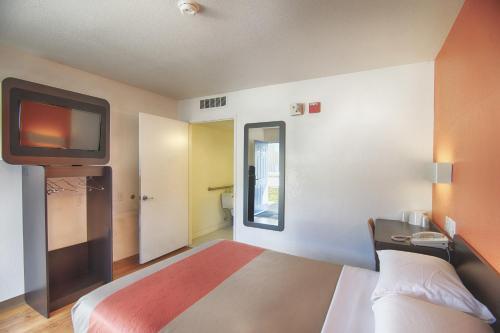 Motel 6 Mammoth Lakes - Mammoth Lakes, CA