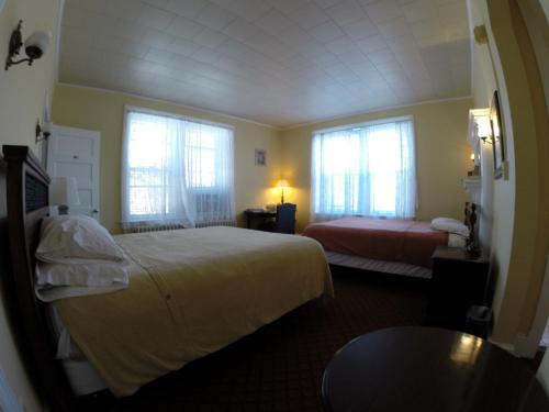 Kalorama Guest House - Washington, DC 20008