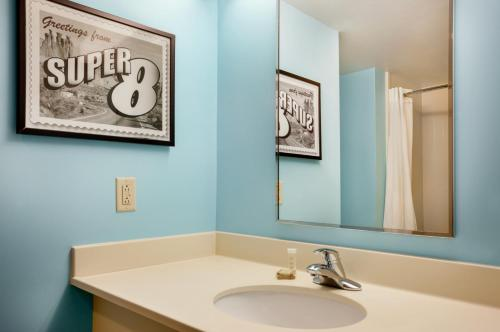 Super 8 By Wyndham Mount Laurel - Mount Laurel, NJ 08054