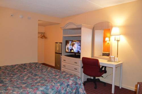 Travelers Inn - Dayton, NJ 08810