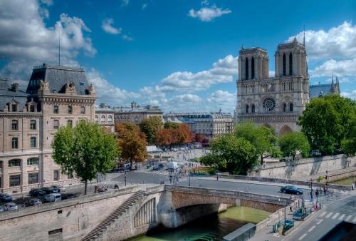 Les Rives De Notre-Dame, Panthéon Notre Dame