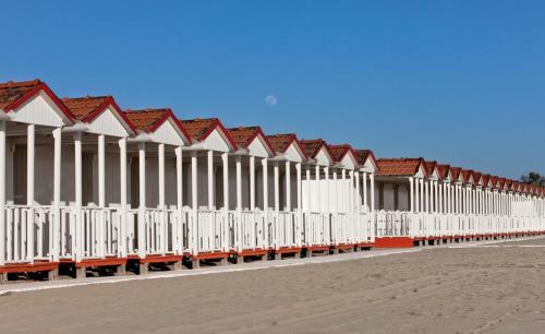 Viale E. Morin, 46, 55042 Forte dei Marmi LU, Italy.
