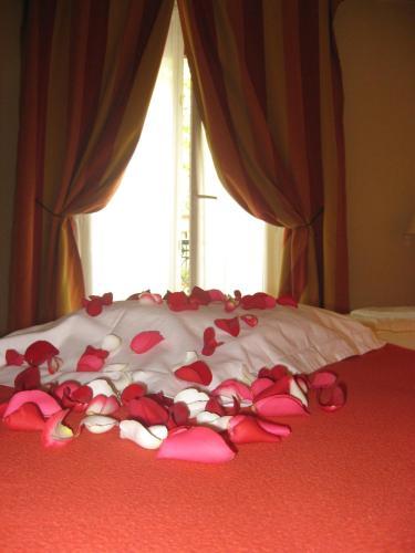Hotel Eden Montmartre 2 смежных двухместных номера