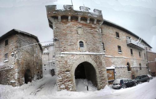. Nelle Mura Del Castello