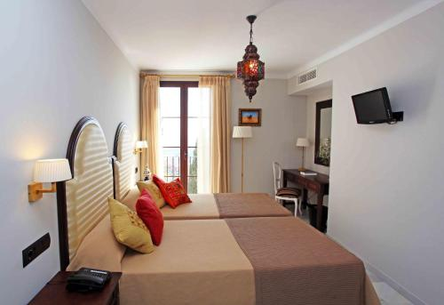 Double or Twin Room Single Use Hotel La Fonda 9