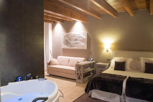 King Suite with Spa Bath - single occupancy Osabarena Hotela 7