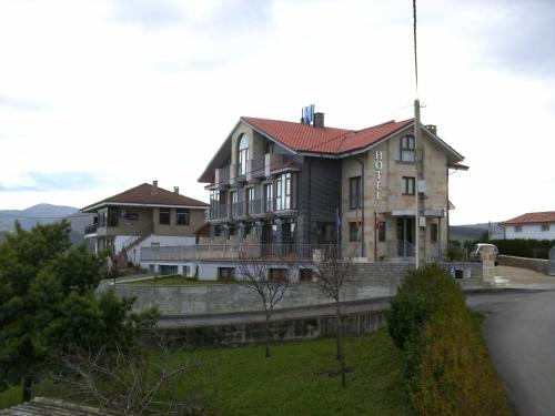 Camino Alto de Santiago 11, 39540 San Vicente de la Barquera, Cantabria, Spain.