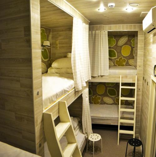 Хостел Казанское Подворье Кровать в общем 6-местном номере для женщин