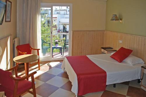 Hotel Piccadilly Sitges photo 8