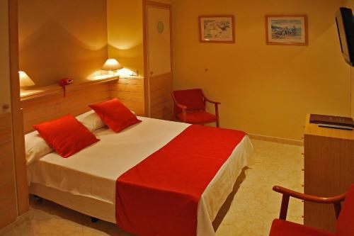 Hotel Piccadilly Sitges photo 9