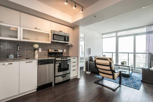 Soho 2 Bed | 2 Bath CN Tower View