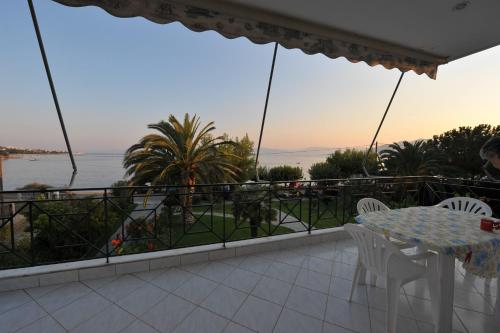 Apartament cu vedere la mare (Apartment with Sea View)