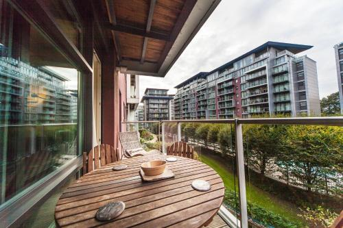Riverside Apartment - image 5