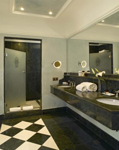 Deluxe King Room with Pool Access (Only Adults) Gran Hotel Son Net 9