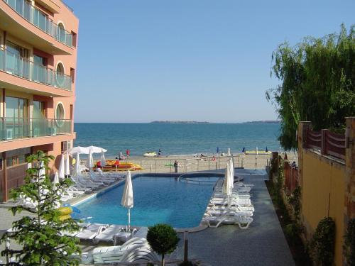 . Sunny Bay Aparthotel