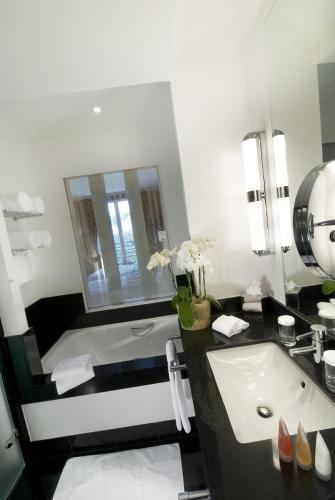 Hotel Dukes' Palace Brugge Двухместный номер Делюкс с 1 кроватью или 2 отдельными кроватями