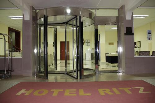 . Hotel Ritz Waku Kungo