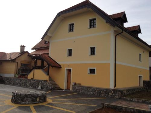 Hiša nasprot Sonca - Hotel - Črnomelj