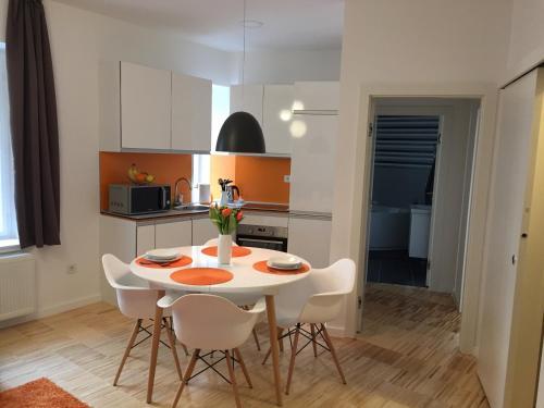 Superior Apartment - Orange