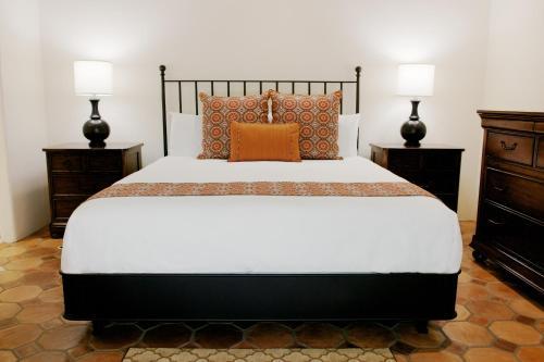 Cypress Inn - Carmel, CA 93921
