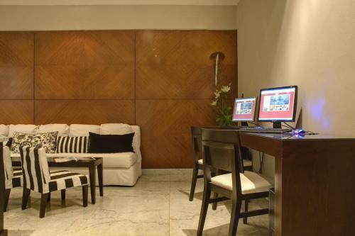 Broadway Hotel & Suites photo 24