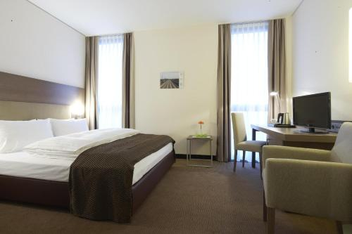 Business Plus Twin Room - Public Transport Ticket Included
