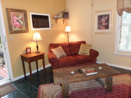 Harken Lodging Vacation Rentals - Eureka Springs, AR 72632