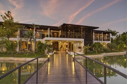 Horizon Village & Resort