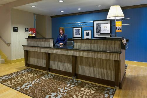 Hampton Inn Danbury - Danbury, CT 06810