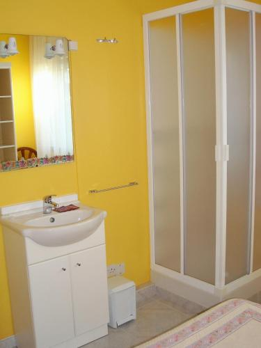 Cameră dublă, cu toaletă comună (Double Room with Shared Toilet)