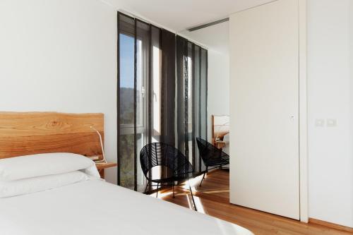 Double Room with Balcony and Sea View Hotel A Miranda 5