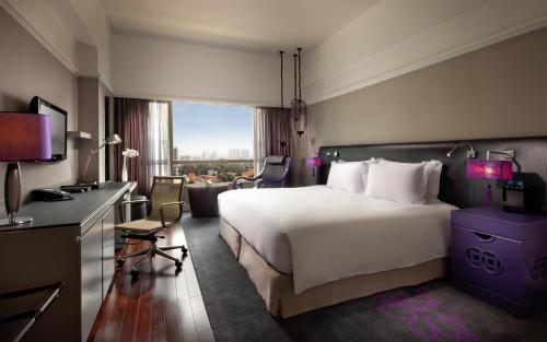 Superior King Room with Club Millésime Access and City View