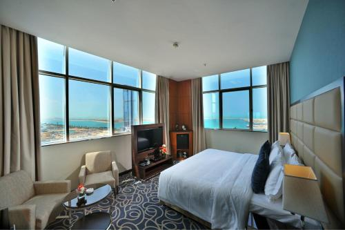 Ramada Abu Dhabi Corniche photo 1