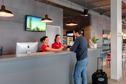 MEININGER Hotel Berlin Airport photo 32