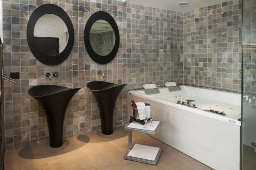 Suite with Jacuzzi® and Private Garden Suites Natura Mas Tapiolas 44