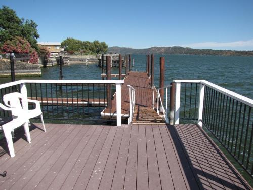 Lake Place Resort - Clearlake Oaks, CA 95443