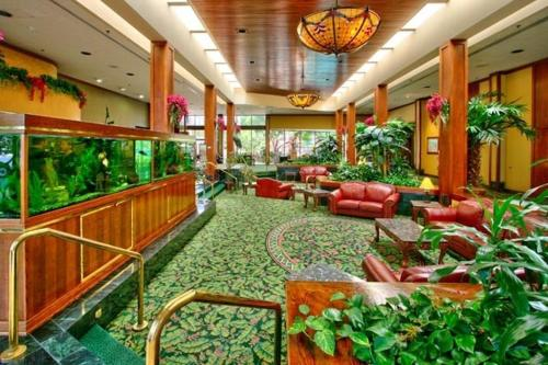Mcm Elegante Hotel And Conference Center