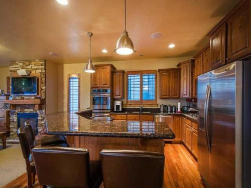 Bear Hollow by Lespri Property Management Main image 2