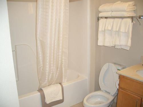 Candlewood Suites Conway - Conway, AR 72032