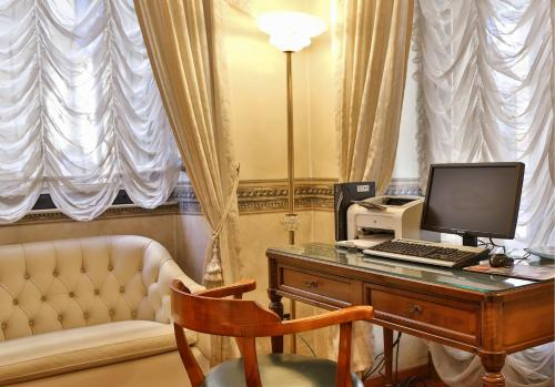 Via Paolo Sacchi, 14/B, 10128 Torino TO, Italy.