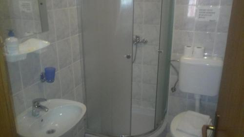 Cameră cvadruplă cu baie (Quadruple Room with Bathroom)