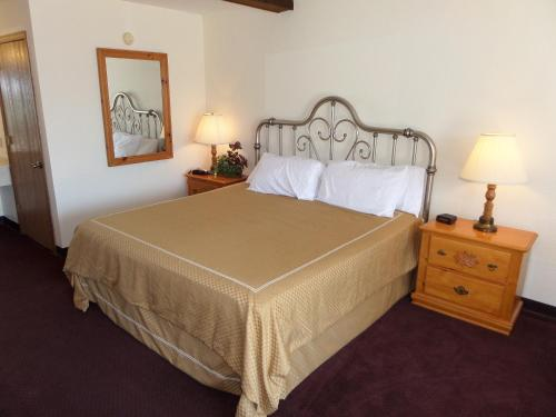 Statue Road Inn - Eureka Springs, AR 72632
