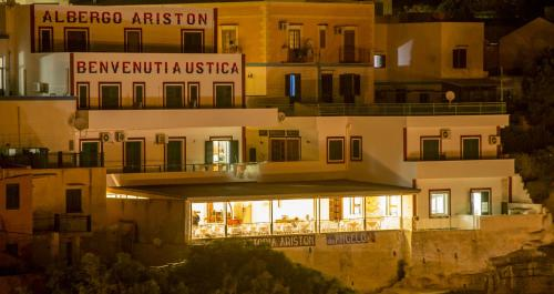 . Hotel Ariston