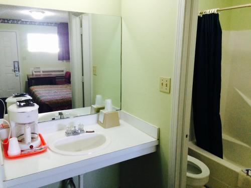 Super Inn & Suites - Tahlequah, OK 74464