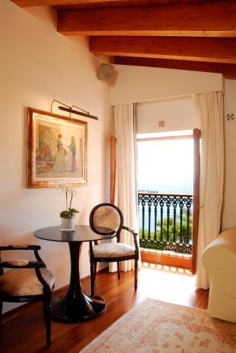 Suite Junior con servicio gratuito de enlace con el aeropuerto Hotel Mirador de Dalt Vila 23