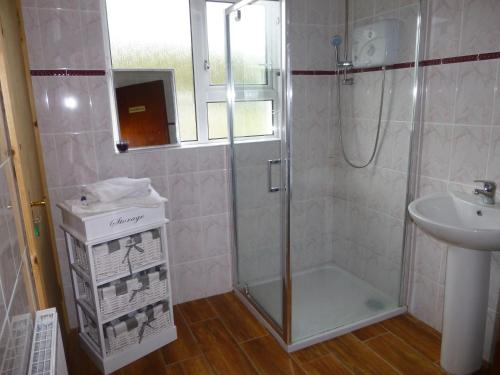Cameră triplă cu baie privată (Triple Room with Private Bathroom)