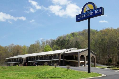 . Lakeside Inn