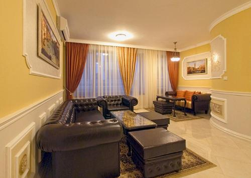 . Venice Apartments
